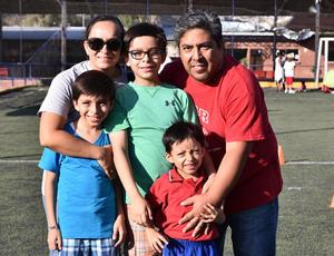 20062019 CONTENTOS.  Maria Teresa, César Gael, Leandro, Alejandro y Julio C.