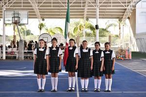 20062019 Ana Karen, Ivania, Ximena, Isabela, Fernanda y Barbie, escolta de quinto de primaria.