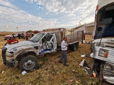 La camioneta pertenece a la empresa Comercial Essex de Guadalupe, Nuevo León.