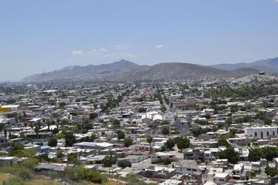 La vista desde el Cerro de la Pila es una de las mejores del municipio de Gómez Palacio. Llegar hasta este punto en bicicleta o a pie puede representar todo un reto. Sin embargo, está la opción de subir en vehículo ya que el camino a la cima del lugar, está en buenas condiciones.