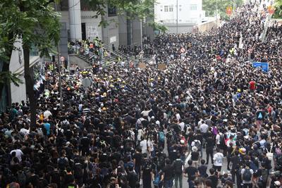 Aunque la protesta era pacífica en sus inicios, la presencia de manifestantes creaba la posibilidad de enfrentamientos violentos.
