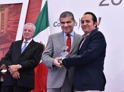 Se reconoció a Iván Hernández, quien obtuvo su premio en la categoría de Periodismo de Espectáculos por su texto Historia de la vía corrupta.