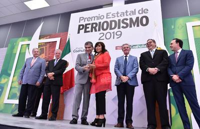 De la redacción de El Siglo de Torreón, Yolanda Ríos obtuvo el Premio Especial de Periodismo a trayectoria, por 35 años. (ERICK SOTOMAYOR)