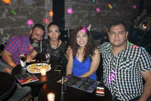 21062019 DISFRUTANDO DE LA NOCHE.  Camilo, Rosa, Ana y Alberto fueron captados en conocido establecimiento.