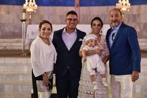 21062019 Édgar Gómez Ibarra acompañado de sus abuelos maternos Miriam Aldape y José Lino ibarra y de sus padres Gabriela Ibarra y Édgar Gómez.