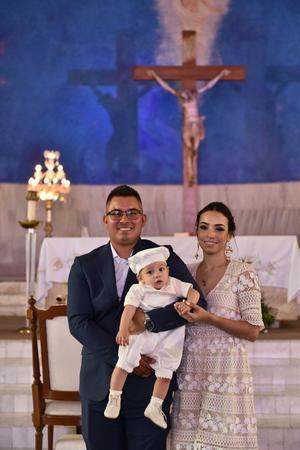 21062019 Édgar acompañado de sus padres Gabriela Ibarra y Édgar Gómez.