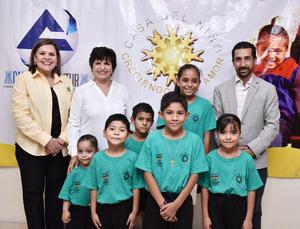 21062019 EVENTO ALTRUISTA.  Graciela, María Gloria y Luis Jorge con niños de la Casa del Niño.