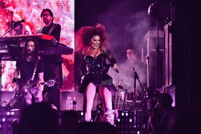 La artista aprovechó para estrenar en la región su más reciente sencillo, de nombre Mi enfermedad, una versión del tema de Andrés Calamaro que vendrá incluido en el próximo disco de Ale, que llevará por título Live At the Roxy.