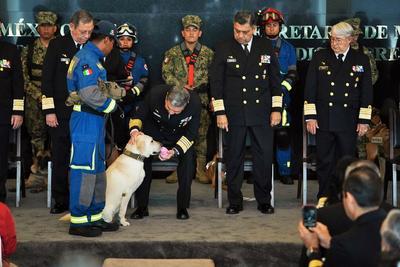 Durante la ceremonia en 'Conmemoración al Día Internacional del Rescatista', se entregó la Condecoración 'Al Mérito' a la Unidad Canina y Personal de Rescatistas.