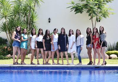 22062019 DULCES 16. María Paula García de Alba Rodríguez en compañía de sus amigas en el festejo que se llevó a cabo con motivo de su cumpleaños.