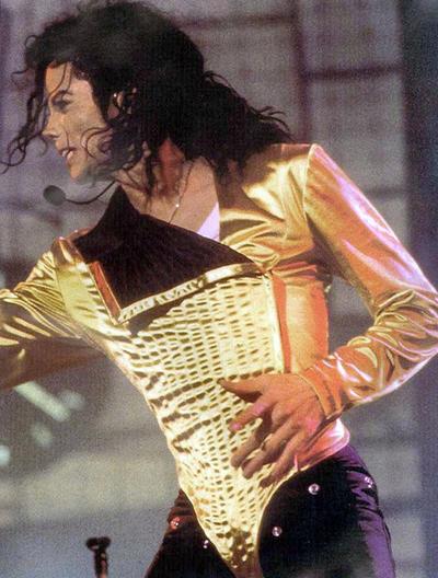 La noticia saltaba a las 14:44 en Los Ángeles (EE.UU.). TMZ, web especializada en información sobre famosos, anunciaba la muerte de Michael Jackson a los 50 años tras sufrir un paro cardíaco, un suceso que aún estremece a sus millones de admiradores en todo el mundo.