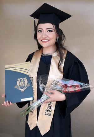 23062019 Rebeca Dávila Paredes muy feliz el día de su graduación como Médico Veterinario Zootecnista. La ceremonia se realizó en el Teatro Isauro Martínez el 10 de junio de 2019.