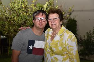 23062019 LO VISITA DESDE ESPAñA.  David con Laly.