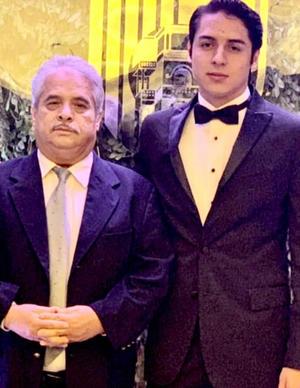 23062019 GRATOS MOMENTOS.  Felipe García en la graduación de preparatoria de su nieto, Felipe García.