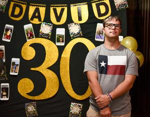 24062019 CELEBRA 30 AñOS.  David en su fiesta de cumpleaños.