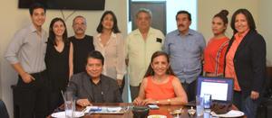 24062019 VOCES MíAS DE LA ARGENTINA.  Renata Chapa con algunos de los invitados a este conversatorio intimista.