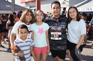 24062019 EN FAMILIA.  Omar Molina, Mirna Saucedo, Soria, Fernanda y José Mario Molina.