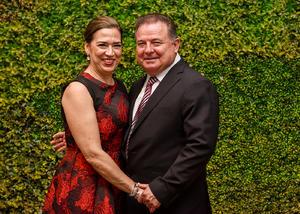 23062019 EN PAREJA.  Dora Alicia con su esposo, Enrique González.