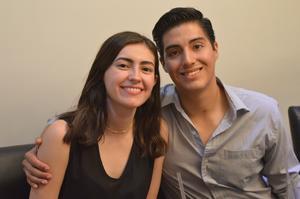 25062019 MUY CONTENTOS.  Karen Rodríguez y Mario Ortiz.