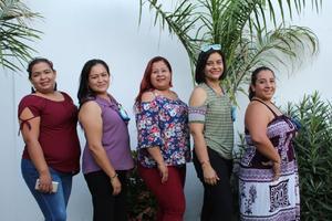 26062019 MUY CONTENTAS.  Claudia, Rocío, Rosario, Angélica e Izzy.