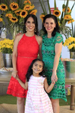 26062019 FIESTA DE DESPEDIDA.  Andrea Pérez con Adelina y Valentina.