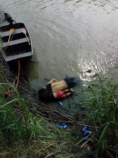 Óscar Alberto Martínez Ramírez nadó a través del río Bravo con Valeria, su hija; la puso en la orilla estadounidense del río y comenzó a regresar por su esposa, Tania Vanessa Ávalos, pero al ver cómo se alejaba su padre, la nena se lanzó al agua. Martínez regresó y alcanzó a tomar a Valeria, pero ambos fueron arrastrados por la corriente.