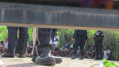 Migrantes extracontinentales permanecen en un albergue habilitado por el Instituto Nacional de Migración (INM) en las instalaciones de la Feria Mesoamericana en Tapachula, Chiapas, el martes 25 de junio de 2019.