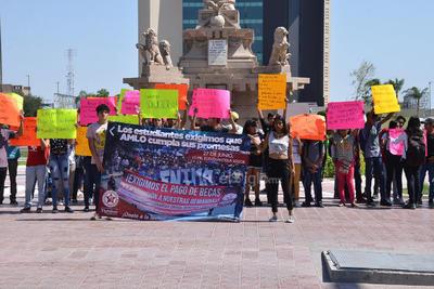 Estudiantes protestaron en la Plaza Mayor.