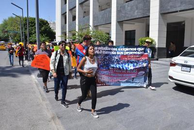 Son estudiantes de la Federación Nacional de Estudiantes Revolucionarios Rafael Ramírez (FNERRR).