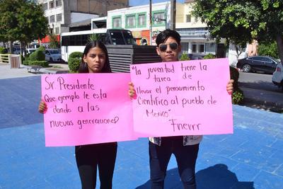 Alumnos de secundaria y bachillerato participaron en la protesta.