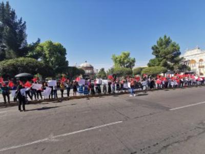Según datos de la FNERRR, delegación Durango, solo de esta organización son 200 jóvenes los que no tienen beca, pero ya realizaron el registro para el programa. A nivel nacional, la organización reporta tres mil.