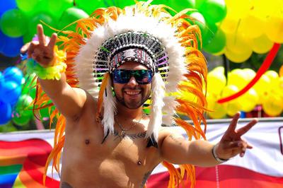 Marchan en la CDMX por el Orgullo LGBTTTI