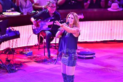 La cantante se presentó con gran éxito en el palenque de la Feria Nacional Gómez Palacio.