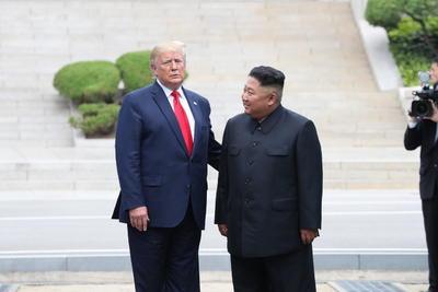 Con sonrisas y apretones de manos, sostuvieron un nuevo encuentro.