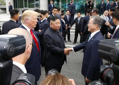 El encuentro, un acercamiento más entre las dos naciones técnicamente en guerra, marcó un regreso al contacto cara a cara entre los líderes.