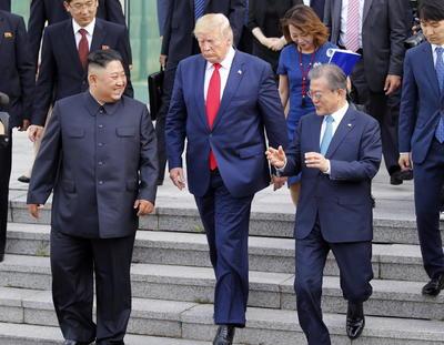 'Estuve de pie sobre el suelo de Corea del Norte, una declaración importante para todos y ¡un gran honor!', escribió el mandatario.