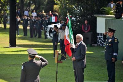López Obrador le tomó protesta de bandera y pasó revista a los integrantes de la Guardia Nacional, que a partir de este domingo se desplegarán en todo el país.