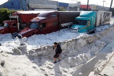 Por su parte, el gobernador Enrique Alfaro, en su red social, dijo que en varios puntos de la ciudad se registró una capa de granizo de decenas de centímetros, lo que nunca se había visto en la ciudad.