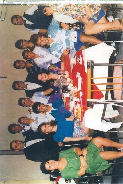 Llegada de Héctor Adomaitis: Amalio López, Gerardo Frausto, Ma. de Jesús Muñoz, Gloria Orta, Rogelio Lozoya, Sra. Estela, Lupita Guevara, Ramón Zúñiga, Héctor Adomaitis y Sra.
