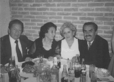 """Gregorio Hernández García, Beatriz Luna de Hernández, Antonia Cabral de Luna y Rafal """"Nanas"""" Luna en 1963."""