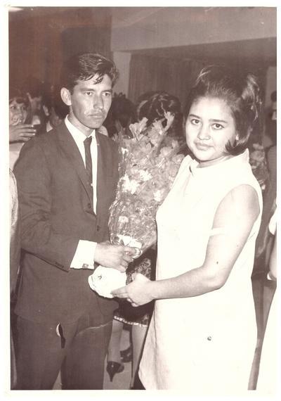 Jesús Gallegos de Ávila con su madrina, Irma Rangel, en la graduacion de la Normal de Gómez Palacio el 3 de julio de 1970.
