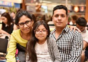 29062019 Cynthia, Camila y Edgar Maldonado.
