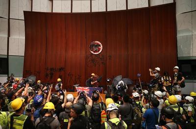 Protestan por la 'excesiva' injerencia de Pekín en el gobierno de la ciudad y para exigir la retirada del polémico proyecto de ley de extradición y la dimisión de la jefa del Ejecutivo local.