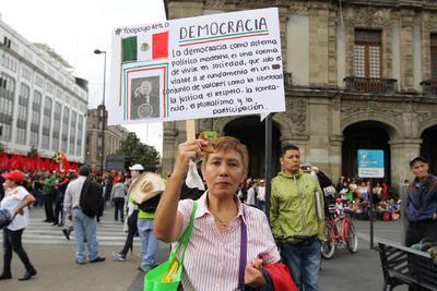 Originaria de Venustiano Carranza, Chiapas, indicó que forma parte de un grupo de mujeres que acompañan al ahora presidente desde hace 18 años.