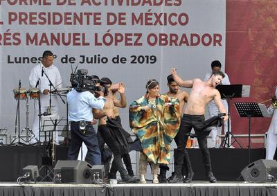 Para abrir este evento, se contó con la participación del flautista Horacio Franco y el contrabajista Víctor Flores, y luego se prevé un concierto de la Sonora de Margarita, la Banda Sinfónica Infantil de Tlaxiaco, Oaxaca, entre otros artistas.