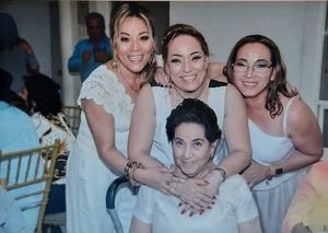 02072019 EN FAMILIA.  Alma, Miriam y Azucena Aldape con su mamá, Lupita Aldape, en reciente celebración, donde se la pasaron de lo mejor.