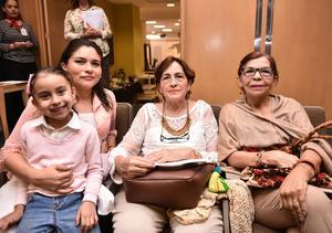 02072019 EN CLASE DE COCINA.  Antonieta, Antonieta Aguirre, Suria Rendón y Covadonga Aguirre,