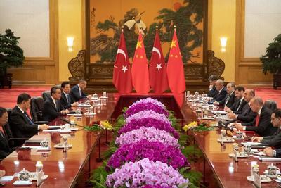 Sostuvo una reunión con autoridades chinas.