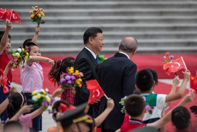 Fue recibido por su homólogo chino, Xi Jinping.