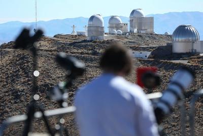 En una tarde soleada y despejada en San Luis, el aficionado a la astronomía argentino Mariano Arias dijo a Efe que, para él, poder ver un eclipse así es magia.